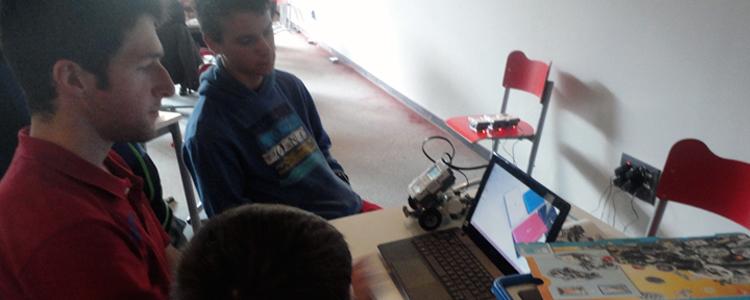 Asturias con niños: Talleres para adolescentes: app o videojuego?